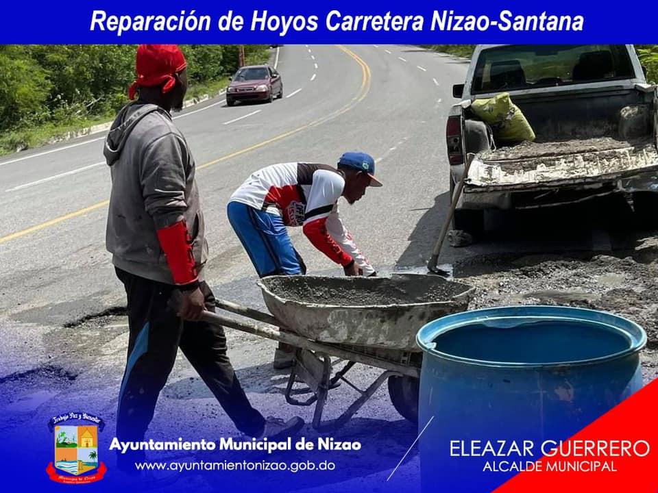 Reparación de Hoyos en la Carretera Nizao-Santana.
