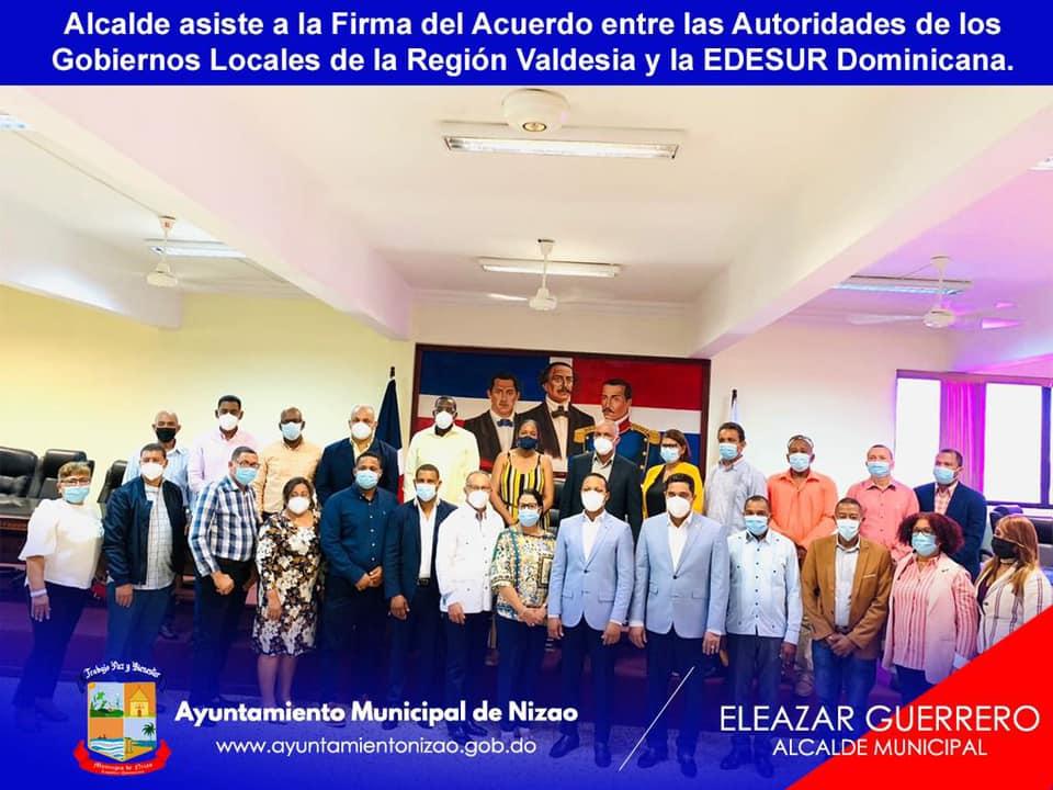 Firma de un convenio entre Edesur y los 24 municipios de la región Valdesia